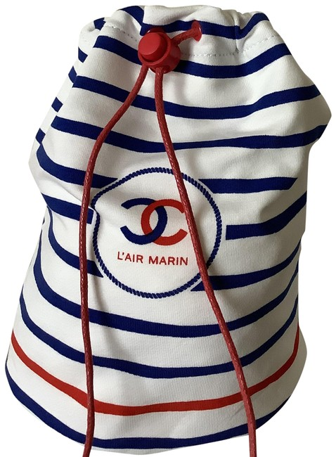 Item - Multi Color New L'air Marin Cosmetic Bag With Fragrance