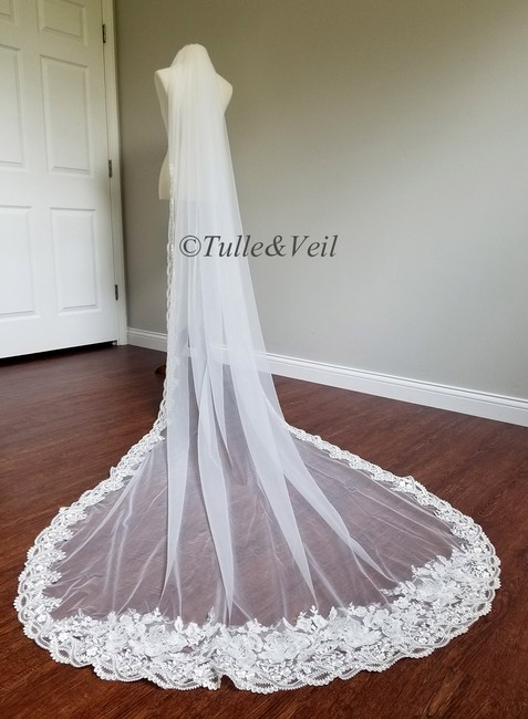 Item - Ivory Long Lace Cathedral Length Bridal Veil