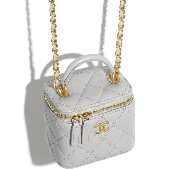 Chanel Case Crossbody 21a Mini Vanity with Chain Top Handle Cc Grey Lambskin Leather Shoulder Bag Chanel Case Crossbody 21a Mini Vanity with Chain Top Handle Cc Grey Lambskin Leather Shoulder Bag Image 5
