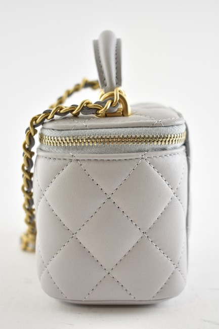 Chanel Case Crossbody 21a Mini Vanity with Chain Top Handle Cc Grey Lambskin Leather Shoulder Bag Chanel Case Crossbody 21a Mini Vanity with Chain Top Handle Cc Grey Lambskin Leather Shoulder Bag Image 9