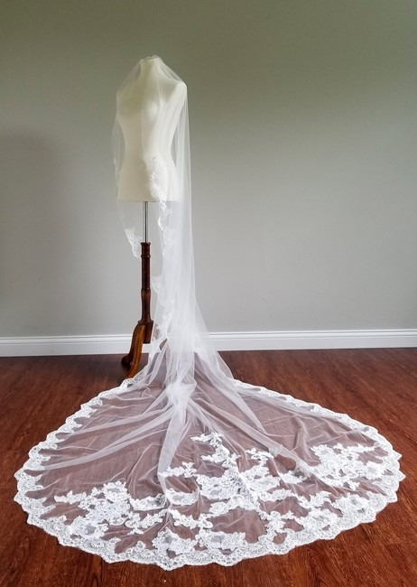 Item - Ivory Long Single Tier Cathedral Bridal Veil