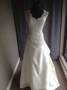 Casablanca Ivory A011 Traditional Wedding Dress Size 12 (L)