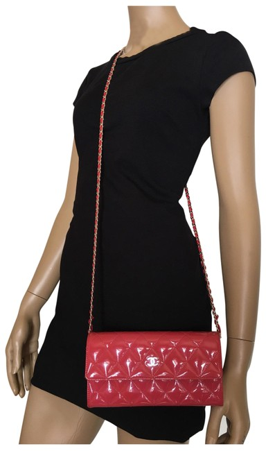 Item - Quilted On A Chain Pink Patent Leather Clutch