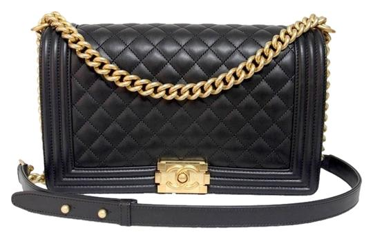 Preload https://img-static.tradesy.com/item/2941423/chanel-boy-new-2015c-mediumlarge-le-brushed-gold-hardware-black-leather-shoulder-bag-0-0-540-540.jpg