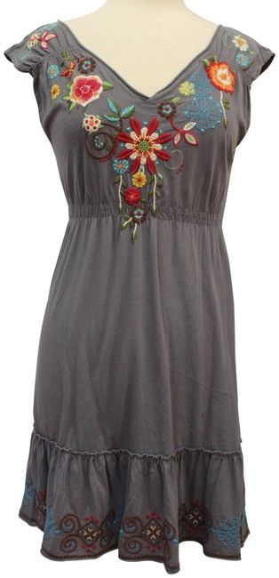 Item - Gray Embroidered Cap Sleeve V-neck Mid-length Short Casual Dress Size 12 (L)