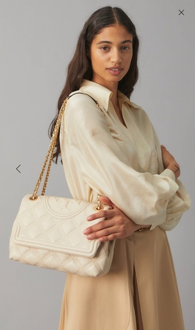 Item - Fleming Quilted Convertible Cream Lambskin Leather Shoulder Bag