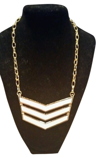 Preload https://item1.tradesy.com/images/coach-gold-tone-and-white-runway-chevron-link-enamel-pendant-new-with-tags-necklace-2943025-0-0.jpg?width=440&height=440