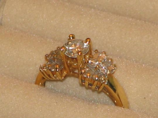 Yellow Gold Round and Baguette Diamond In 14k 1.30 Tcw Engagement Ring