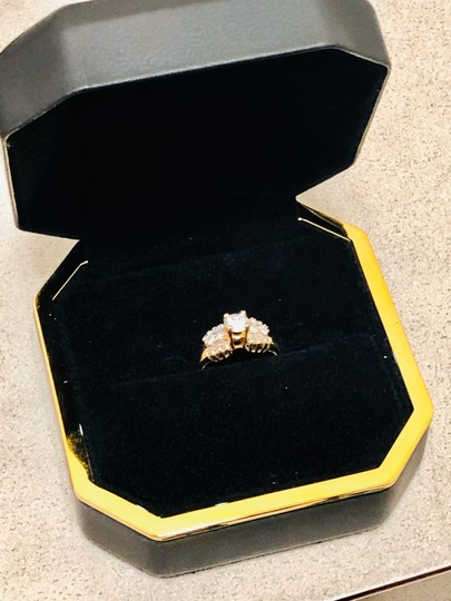 Yellow Gold Round and Baguette Diamond In 14k 1.30 Tcw Engagement Ring Image 4
