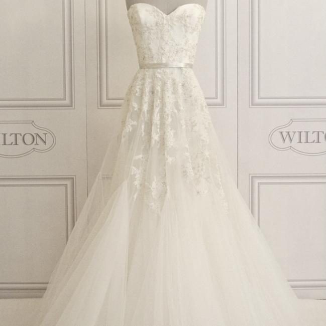 Item - Ivory Lace Tulle Beaded 4738 Traditional Wedding Dress Size 8 (M)