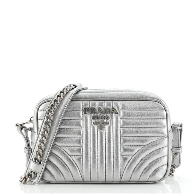 Item - Camera Diagramme Quilted Small Silver Leather Cross Body Bag