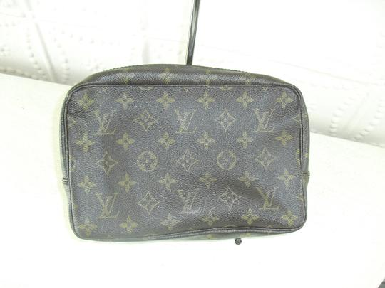 Preload https://item1.tradesy.com/images/louis-vuitton-louis-vuitton-cosmetic-case-monogram-2945320-0-0.jpg?width=440&height=440