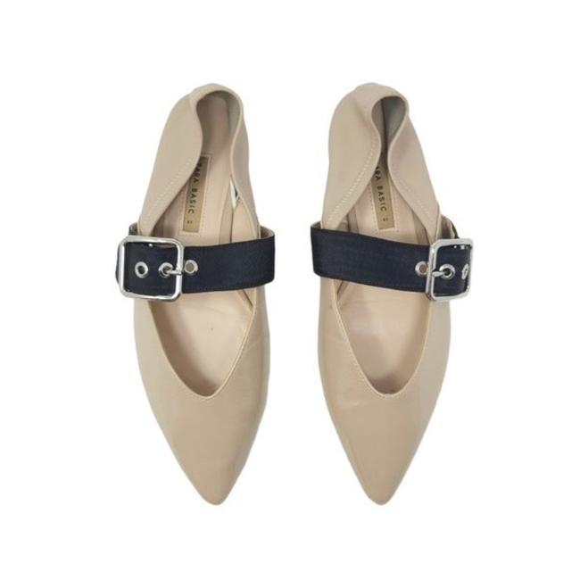 Item - Cream Beige Patent Leather Buckle Pointed Flats Size US 10 Regular (M, B)