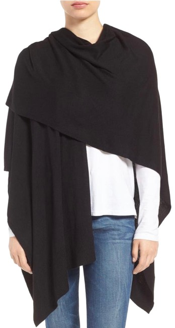 Item - Black Essential Knit Poncho/Cape Size OS (one size)