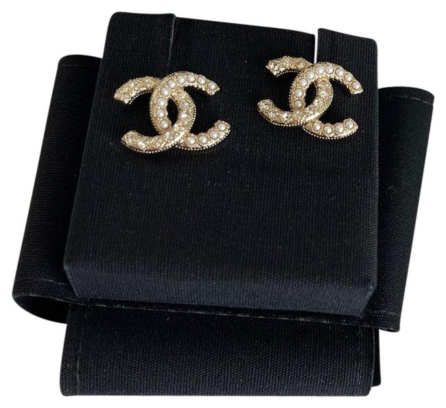 Item - Gold Cc Crystals and Pearls Earrings
