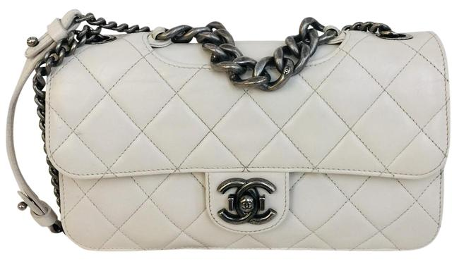 Item - Classic Calfskin Quilted Large Perfect Edge Flap White Leather Shoulder Bag
