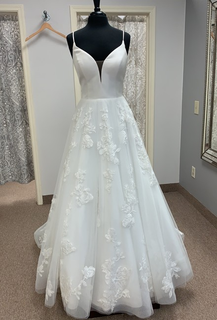 Item - Ivory Mikado Lace and Tulle D2810 Modern Wedding Dress Size 14 (L)