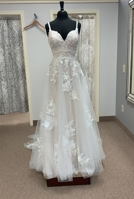 Item - Ivory/Champagne Lace and Tulle D3102 Feminine Wedding Dress Size 14 (L)