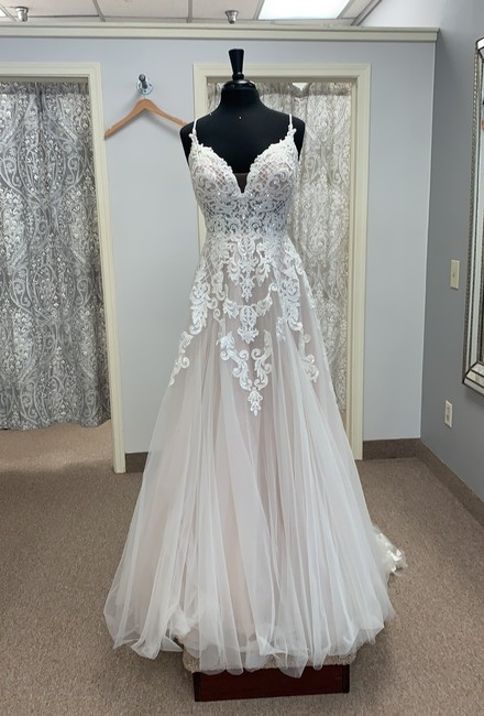 Item - Ivory/Moscato Tulle and Lace D2363 Modern Wedding Dress Size 12 (L)