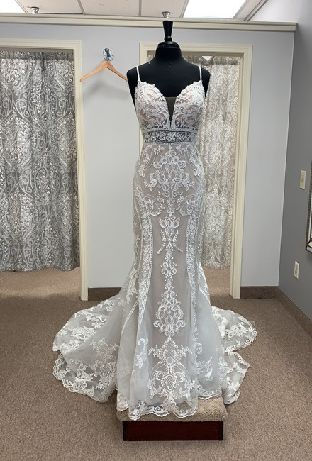 Item - Ivory/Rum Lace and Tulle D2887 Sexy Wedding Dress Size 12 (L)