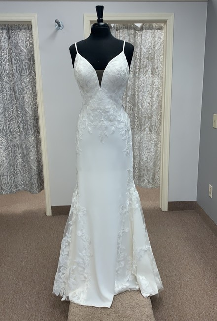 Item - Ivory Crepe and Lace Sexy Wedding Dress Size 14 (L)