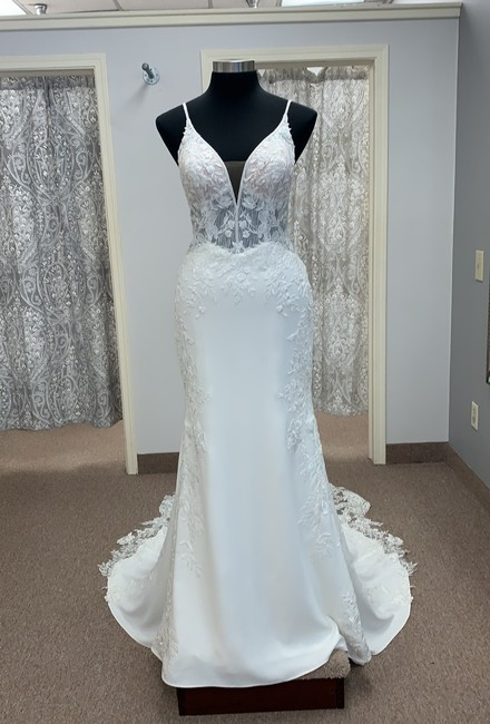 Item - Ivory Crepe and Lace D3063 Sexy Wedding Dress Size 14 (L)