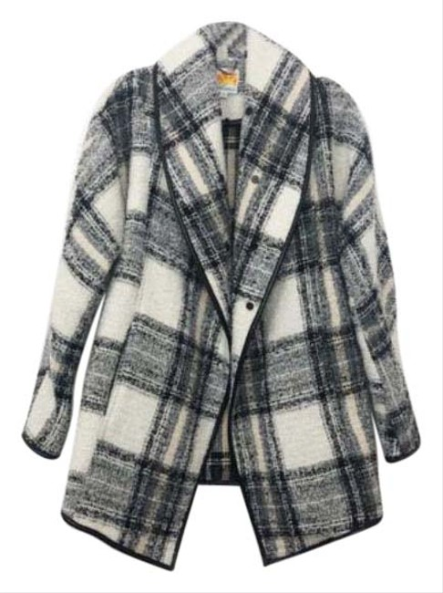 Item - Black White And A Touch Of Beige Plaid M Coat Size 8 (M)