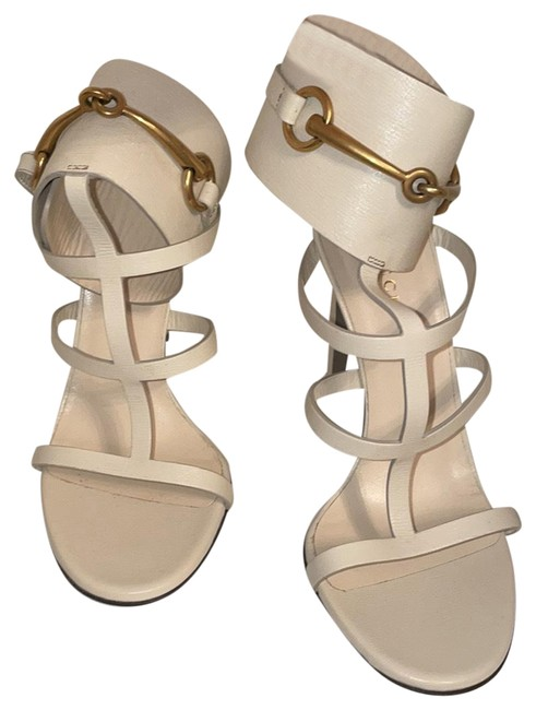 Item - Nude and Gold Pumps Size US 7.5 Regular (M, B)