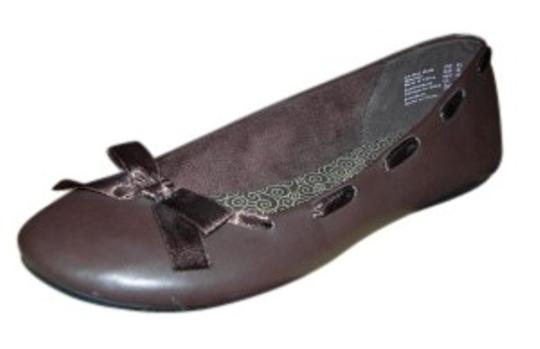 Preload https://img-static.tradesy.com/item/29505/american-eagle-outfitters-brown-millie-bow-ballet-flats-size-us-95-0-0-540-540.jpg