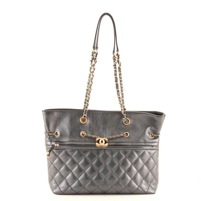 Item - Drawstring Front Zip Cc Chain Quilted Calfskin Medium Gray Leather Tote