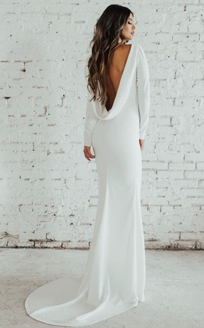 Item - Noel and Jean Wasson Cowl Neck Crepe Long Sleeve Modern Wedding Dress Size 6 (S)