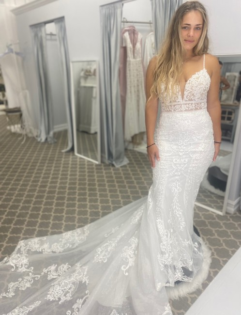 Item - Ivory Lace and Tulle Sexy Wedding Dress Size 10 (M)
