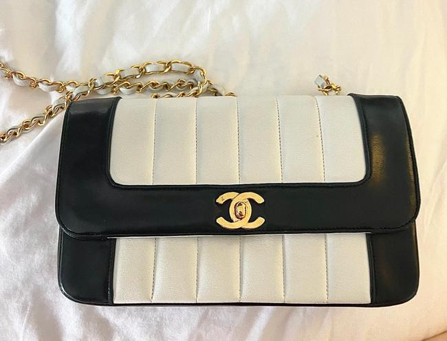 Item - Vintage Cf Black and White Leather Cross Body Bag