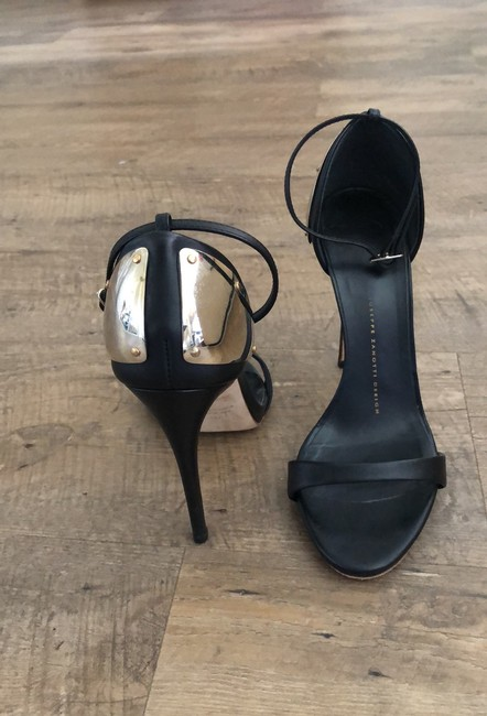 Item - Black and Gold Plated Ankle Strap Sandals Pumps Size EU 37 (Approx. US 7) Regular (M, B)