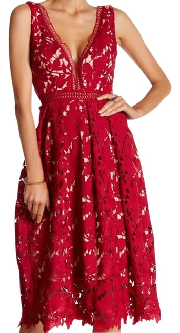 Item - Red And Lace Floral Deep Crochet Mid-length Cocktail Dress Size 8 (M)