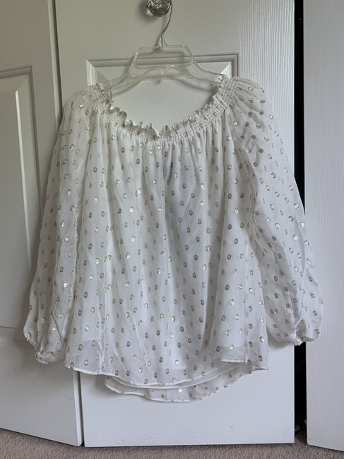 Item - Ivory W New Off The Shoulder W/Gold Dots Blouse Size 6 (S)