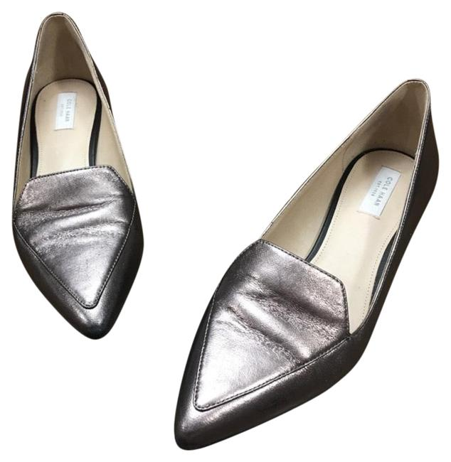Item - Silver Pointed Toe Flats Size US 5 Regular (M, B)