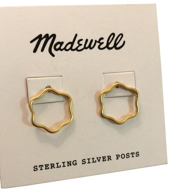 Item - Gold Small Contour Flower Post Earrings