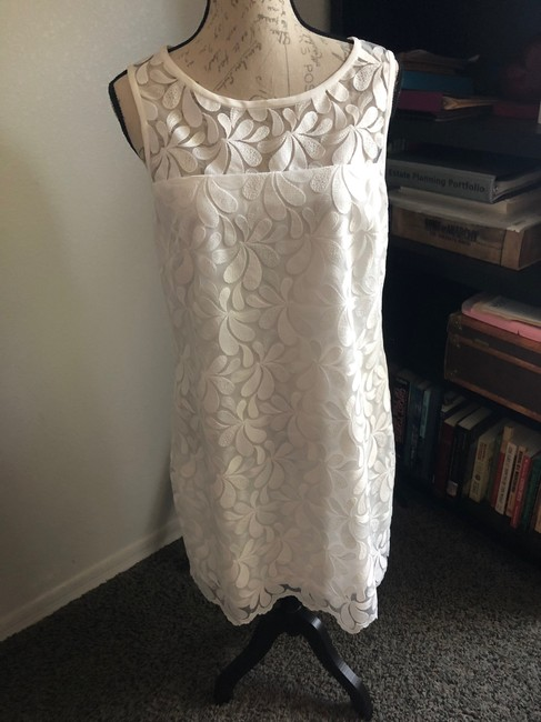 Item - White Lacey Collection Mid-length Short Casual Dress Size 10 (M)