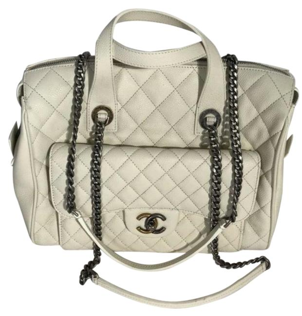 Item - Bowling Quilted Caviar White Leather Shoulder Bag