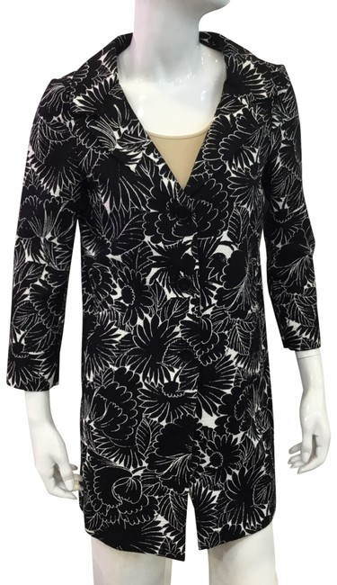 Item - Black and White Black/ Floral Coat Size 0 (XS)