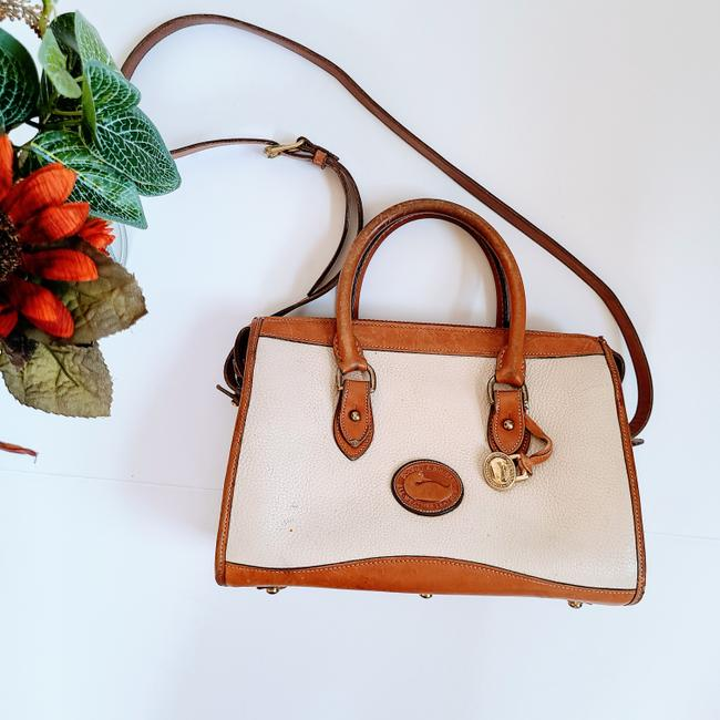 Item - Vintage A172826 White Leather Cross Body Bag