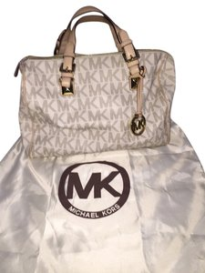 Michael Kors Satchel in Cream/white
