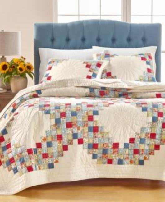 Item - White Blue Red Artisan Collection Sunflower Patchwork Full/Queen Quilt Other