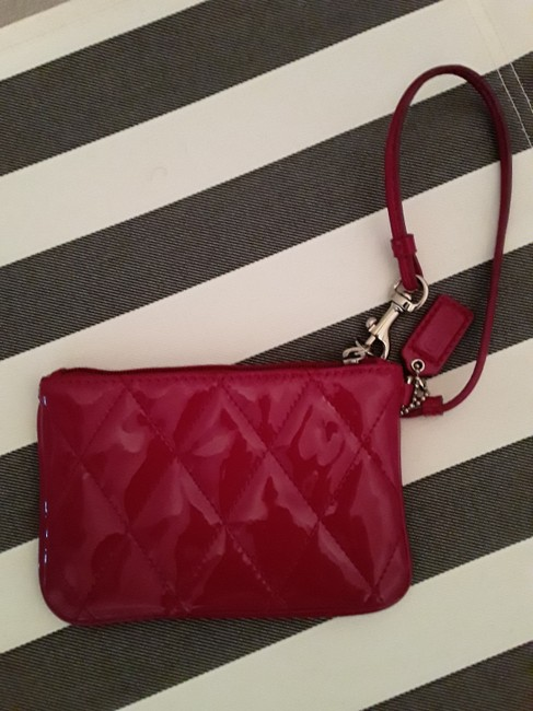 Coach Liquid Quilted Hot Pink Patent Leather Wristlet Coach Liquid Quilted Hot Pink Patent Leather Wristlet Image 3