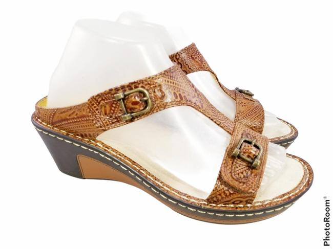 Item - Brown New Tooled Leather Buckles Woman Sandals Size EU 38 (Approx. US 8) Regular (M, B)