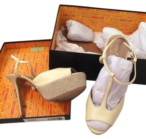 Pour La Victoire Pumps Stilletos Eggshell Beige Vicenta Patent Leather beige, eggshell Sandals