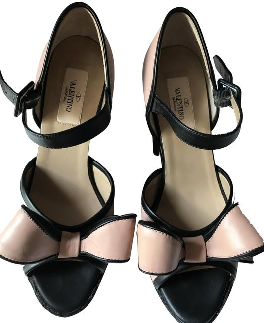 Item - Rose and Black Two- Tone Couture Bow Wedges Size EU 38 (Approx. US 8) Regular (M, B)