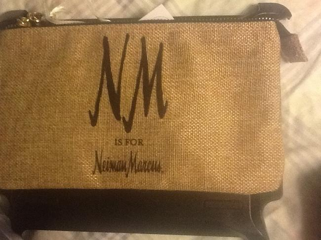 """Neiman Marcus Tan with Black Text New """"Nm Is For """" Wristlet/Cosmetics Cosmetic Bag Neiman Marcus Tan with Black Text New """"Nm Is For """" Wristlet/Cosmetics Cosmetic Bag Image 2"""