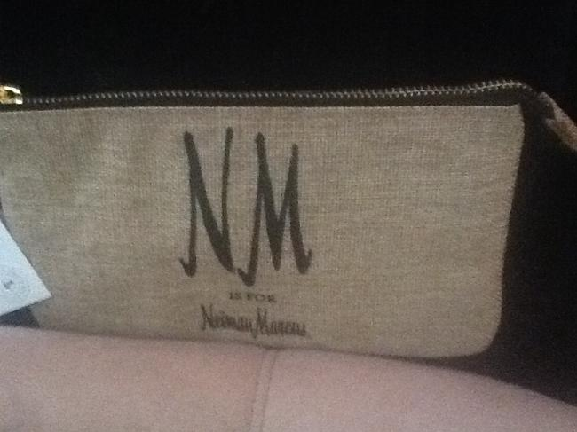 """Neiman Marcus Tan with Black Text New """"Nm Is For """" Wristlet/Cosmetics Cosmetic Bag Neiman Marcus Tan with Black Text New """"Nm Is For """" Wristlet/Cosmetics Cosmetic Bag Image 12"""